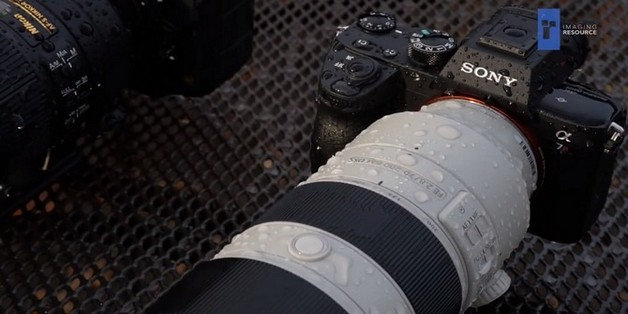 """Bài kiểm tra tắm mưa: máy ảnh Canon, Olympus và Nikon sống sót, Sony """"ướt như chuột lột"""""""