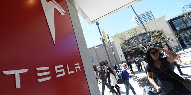 Tesla đang đứng bét bảng trong cuộc đua xe hơi không người lái