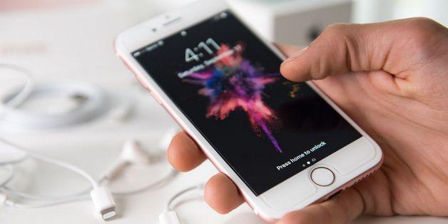 Cả Apple và Samsung đều đang bị điều tra vì làm chậm điện thoại