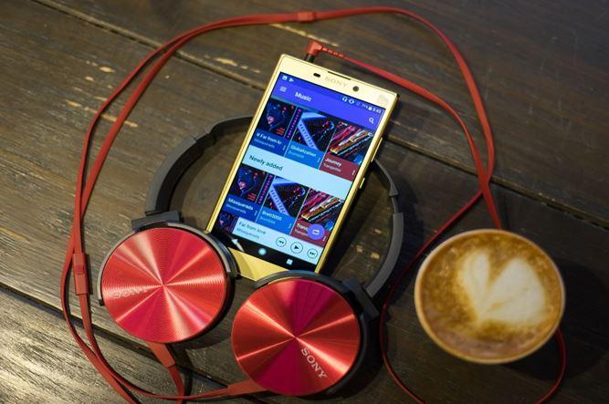 Sony Xperia L2 về Việt Nam giá 5,5 triệu đồng, camera selfie 120 độ