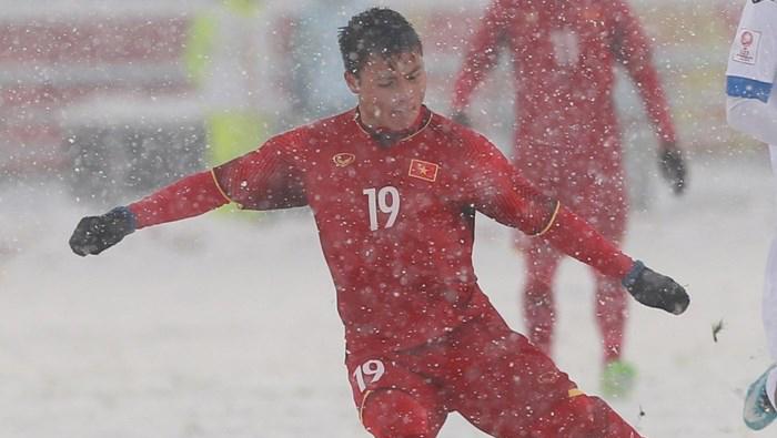 Quang Hải được tặng TV OLED cao cấp 120 triệu nhờ lập công lớn trong trận chung kết