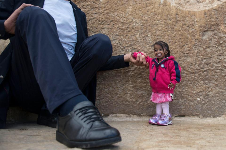 [Video] Khoảnh khắc thú vị khi người cao nhất thế giới gặp người lùn nhất thế giới