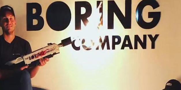 Hết bán mũ, tỷ phú Elon Musk tiếp tục bán... súng phun lửa (đã có 10.000 chiếc được đặt mua)