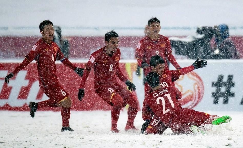 CEO Nguyễn Tử Quảng gửi thư chúc mừng và tặng Bphone 2017 cho các thành viên đội tuyển U23 Việt Nam