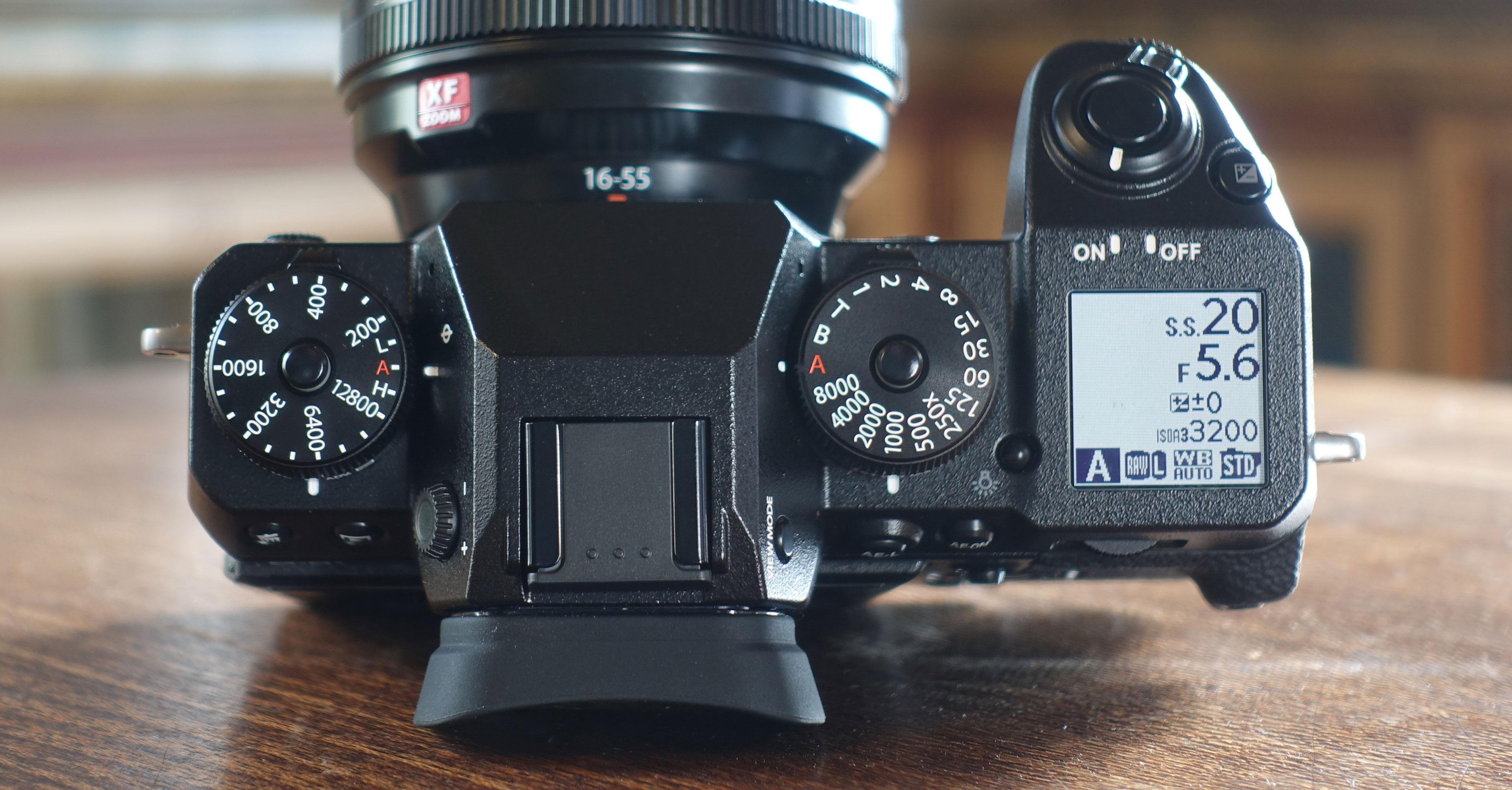 Đây là chiếc máy ảnh flagship mới nhất của hãng máy ảnh Nhật Bản, với những tính năng chuyên dụng cho quay phim 4K và được tích hợp công nghệ chống rung 5 ...