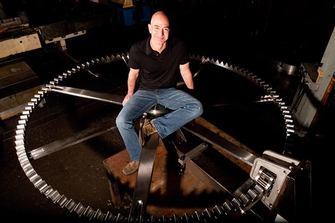 Chuyện về đồng hồ 10.000 năm của CEO Amazon và bồn cầu của Bill Gates