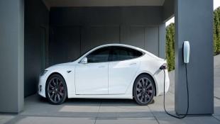 Tesla muốn lắp đặt bộ sạc tại các công ty cho nhân viên sạc xe điện