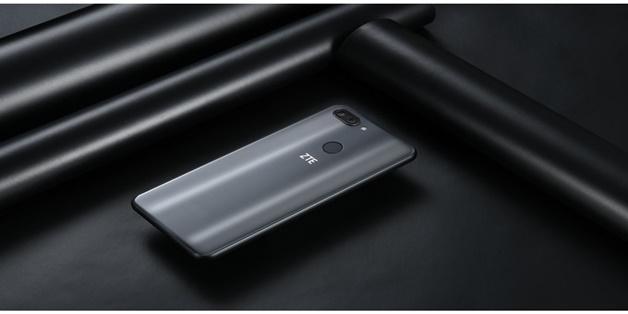 [MWC 2018] ZTE ra mắt bộ đôi Blade V9 và Blade V9 Vita: màn hình rộng, camera kép, giá phải chăng