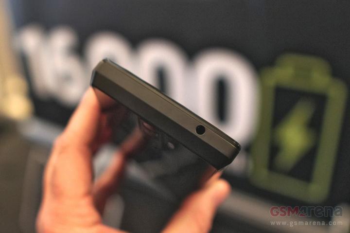 Trên tay nhanh điện thoại Energizer Power Max P16K Pro pin 16.000 mAh (bản tiền sản xuất)