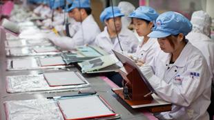 Các nhà cung ứng thiếu nhân công sản xuất MacBook cho Apple