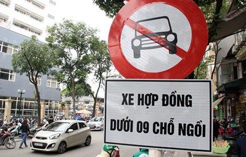 """Uber, Grab sẽ được """"đối xử"""" như xe taxi truyền thống?"""
