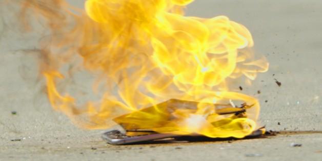 Cặp đôi đòi Apple bồi thường 600 ngàn USD vì iPhone 6 bốc cháy, thiêu rụi cả căn nhà