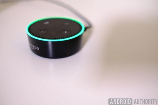 """Amazon đang sửa lỗi trợ lý Alexa """"cười sảng"""" khiến người dùng khiếp sợ"""