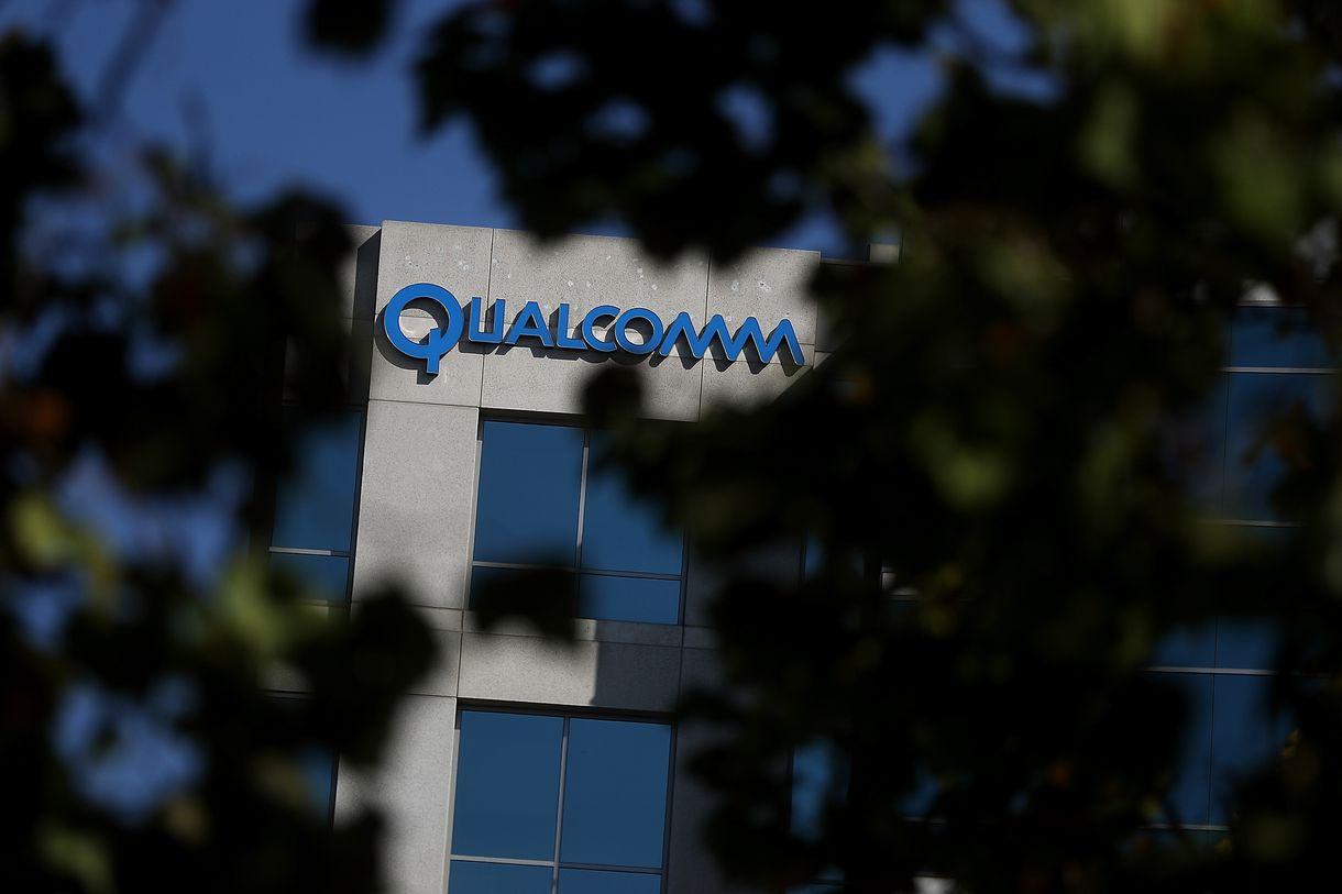 Bị Tổng thống Donald Trump ngăn cản, Broadcom từ bỏ ý định thâu tóm Qualcomm - ảnh 1