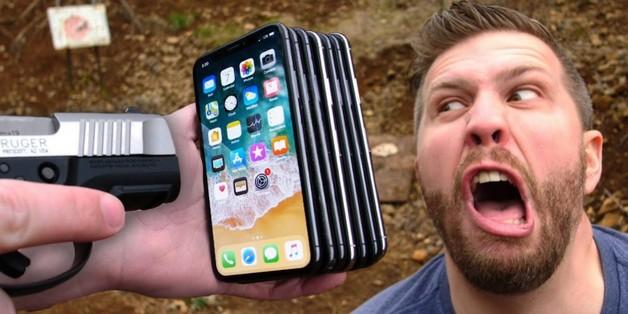 Cần bao nhiêu chiếc iPhone X để có thể chặn được một viên đạn súng lục 9mm?