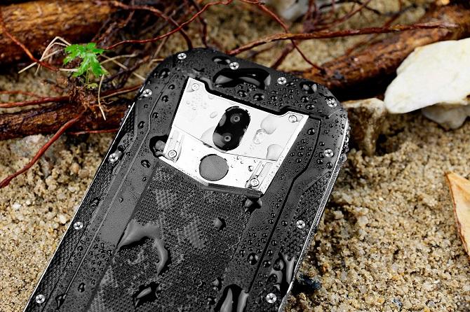 WP5000 có thể chụp ảnh và trả lời cuộc gọi dưới nước