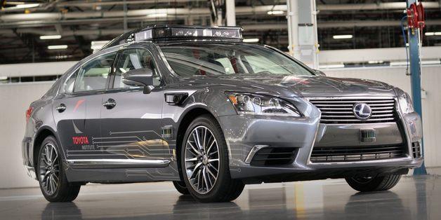 Tiếp bước Uber, Toyota cũng tạm dừng chương trình xe tự lái trên đường phố