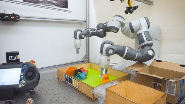 Đây là con robot khéo tay nhất từng được chế tạo trong lịch sử