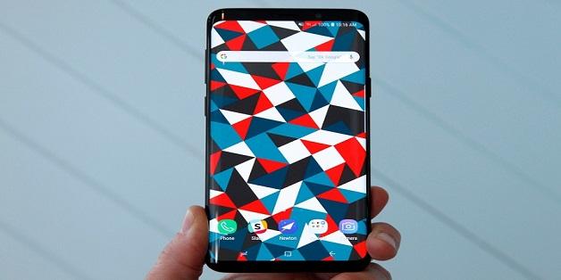 Người dùng thích sử dụng Galaxy S9 màn hình...phẳng hơn là màn hình cong?