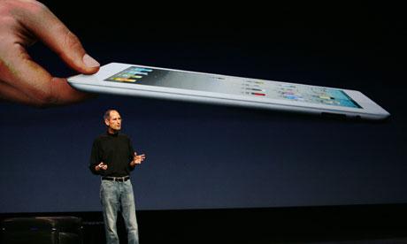 """Áo cổ rùa """"kiểu Steve Jobs"""" bán chạy dù đắt"""