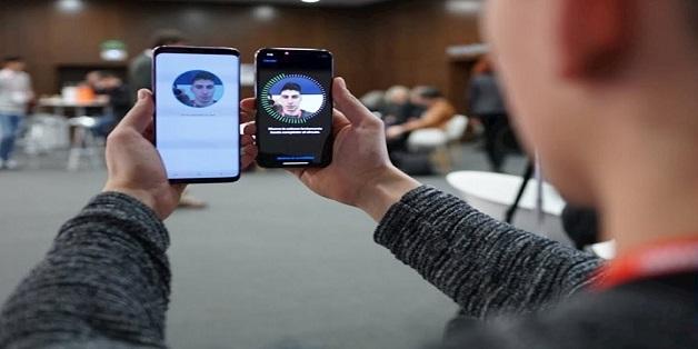 Face ID đối đầu Intelligent Scan: Face ID thắng toàn tập