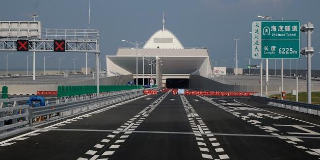 Trung Quốc sắp khánh thành cây cầu vượt biển dài nhất thế giới với lượng thép bằng 60 tháp Eiffel