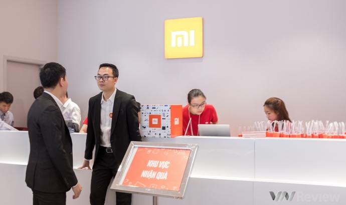 Xiaomi khai trương cửa hàng lớn nhất trong khu vực tại TP.HCM, bày bán gần 200 mã hàng