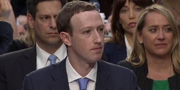 Mark Zuckerberg không tài nào nêu được tên các đối thủ của Facebook