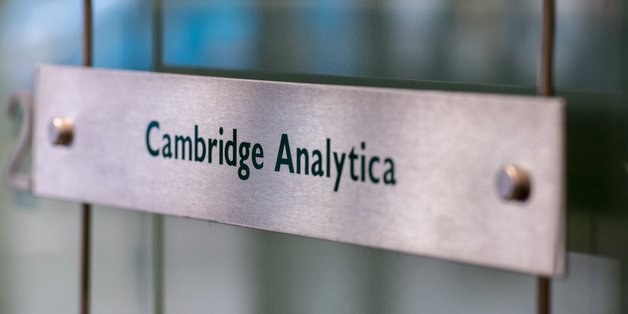 CEO Cambridge Analytica từ chức lần thứ hai giữa bê bối lạm dụng dữ liệu Facebook