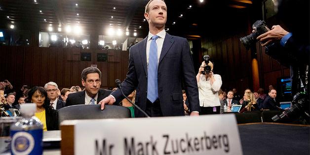 Facebook phải trả tiền cho người dùng mới đúng!