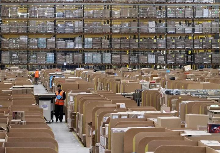 Nhân viên nhà kho của Amazon phải đi vệ sinh vào chai vì sợ bị phạt - ảnh 2