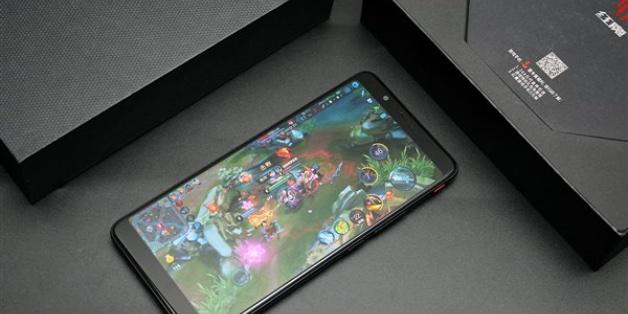 Mở hộp smartphone chơi game Nubia Red Magic: thiết kế lạ mắt, chỉ dùng Snapdragon 835