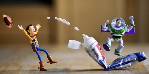 Chiêm ngưỡng bộ ảnh kết hợp thú vị giữa nhân vật đồ chơi và bối cảnh thực tế