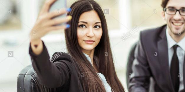 """Trung Quốc: Nhiều hãng công nghệ lớn lấy nhân viên nữ xinh đẹp làm """"mồi nhử"""" ứng viên nam"""
