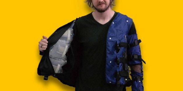 Áo khoác VR của Disney có thể mô phỏng những cái ôm, hay cảm giác rắn bò trên lưng