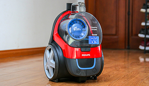 Đánh giá máy hút bụi không túi Philips PowerPro Compact: lực hút mạnh, hút được nhiều bề mặt sàn