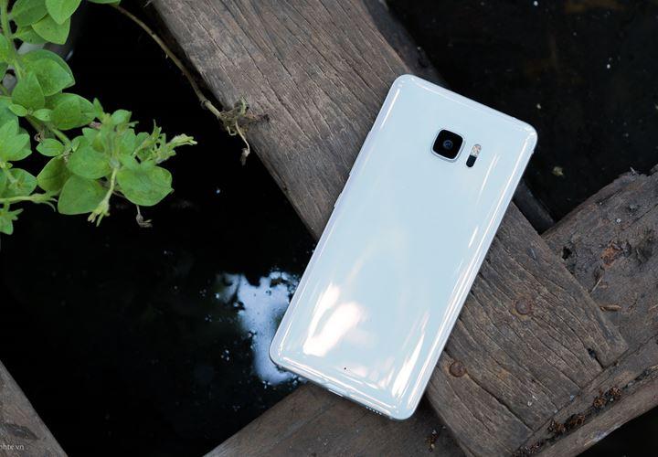"""HTC U Ultra bất ngờ trở lại với giá """"giật mình"""": 5,99 triệu đồng, chỉ có màu trắng"""