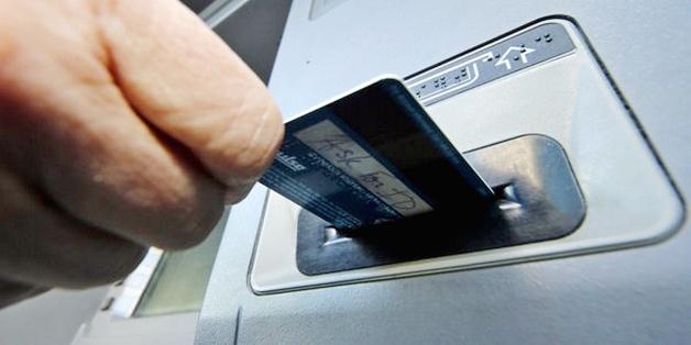 Coi chừng những nguy cơ mất tiền khi dùng thẻ tín dụng/thẻ ghi nợ tại cây ATM