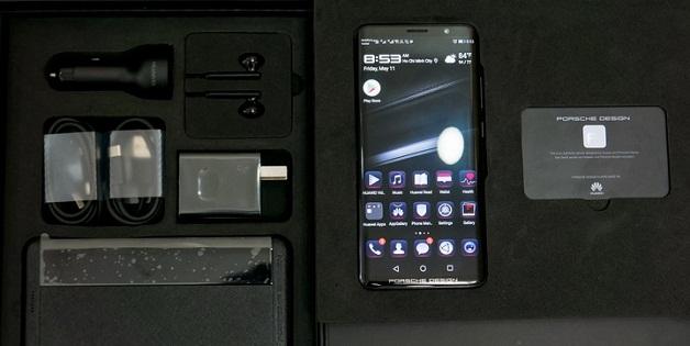 """Porsche Design từng """"nhắc"""" Huawei không trang bị tai thỏ cho Mate RS"""