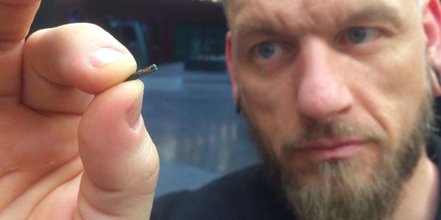 Dân Thụy Điển đổ xô cấy microchip dưới da để thay thế các loại thẻ định danh