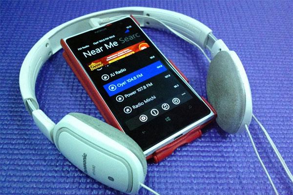 Tại sao phải cắm tai nghe mới nghe được đài FM trên điện thoại?