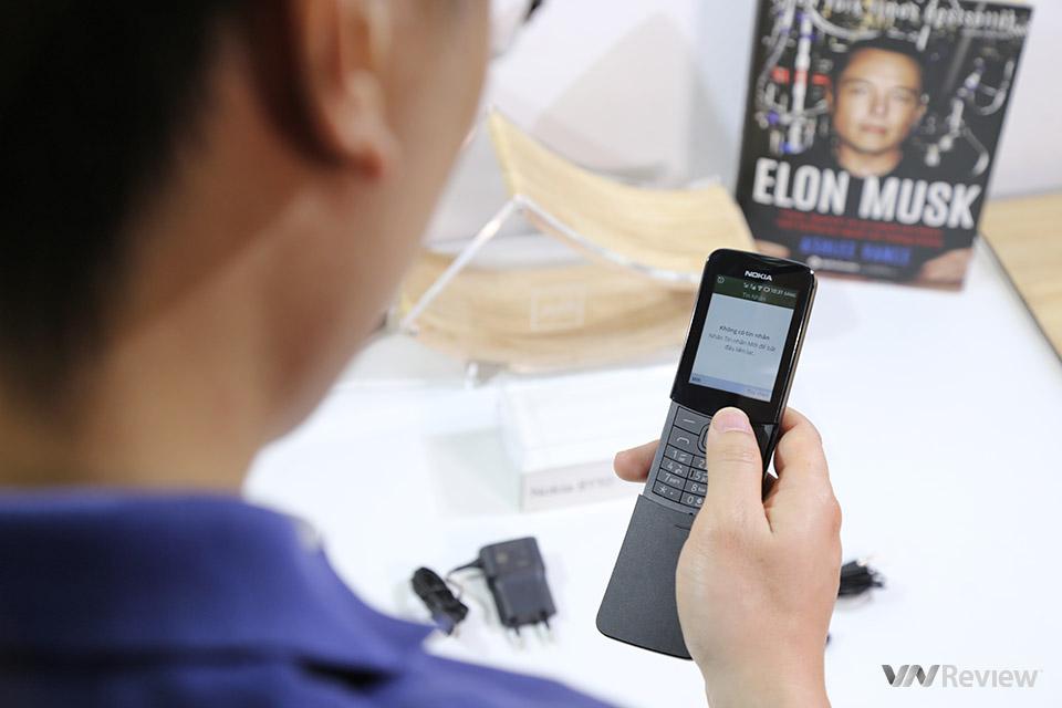 """Mở hộp điện thoại """"Ma trận"""" Nokia 8810 4G: smartphone trong thân hình"""