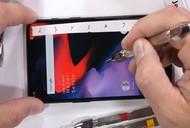 [Video] Tra tấn OnePlus 6 bằng dao, lửa và bẻ cong