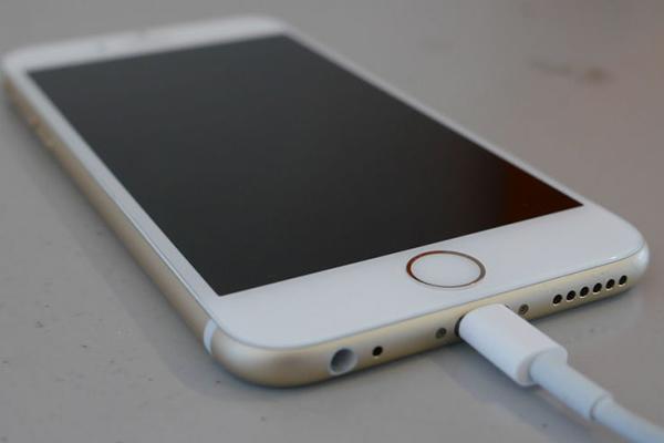 Lộ diện cục sạc 18W sử dụng cổng USB-C trên thế hệ iPhone 2018