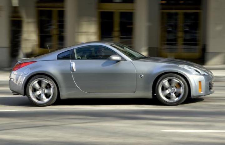 Bạn có biết giá trị chiếc iPhone mở mạng đầu tiên đủ để đổi lấy xe hơi Nissan 350Z?