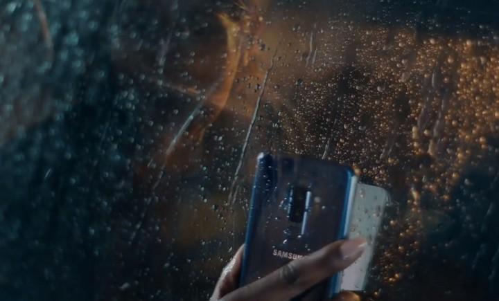 """Samsung tung quảng cáo mới """"đá xoáy"""" Apple, anh chàng """"đầu tai thỏ"""" trở lại và lợi hại gấp đôi"""