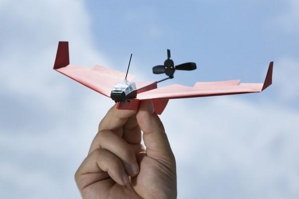 Thiết bị đặc biệt này có thể giúp bạn điều khiển máy bay giấy dễ như trở bàn tay