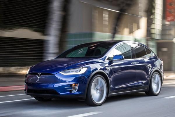 Tesla khoe cảnh Model X không bị lật nghiêng để chứng minh độ an toàn của xe