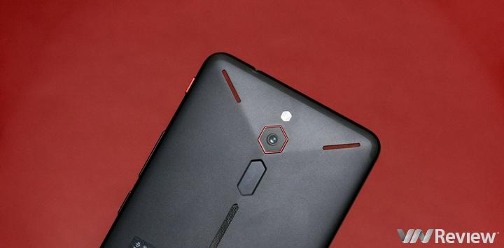 Cận cảnh điện thoại chơi game Nubia Red Magic và Vivo X21