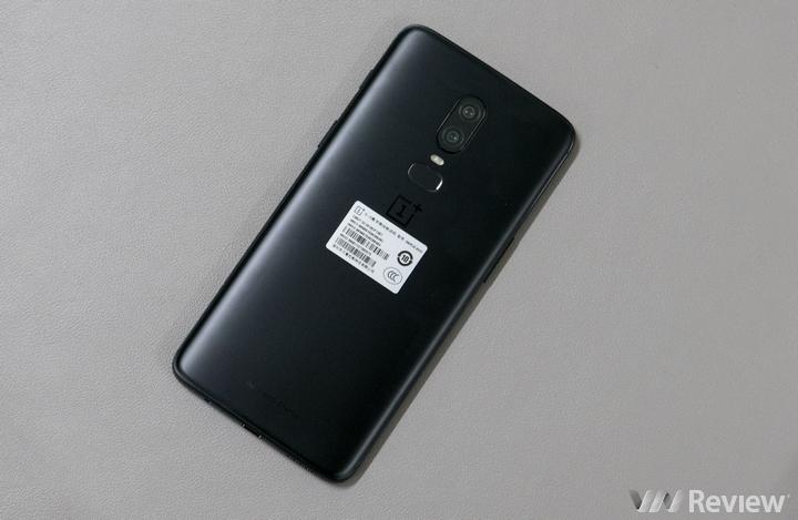 Trên tay nhanh OnePlus 6 vừa về Việt Nam: Chip Snapdragon 845, màn OLED tai thỏ